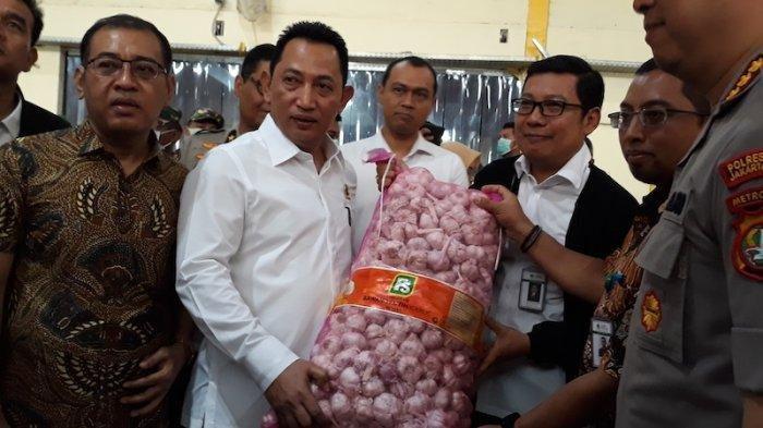 Kabareskrim Komjen Listyo Sigit saat meninjau gudang PT Food Station di Komplek Pasar Induk Beras Cipinang?, Jakarta Timur, Rabu (18/3/2020).