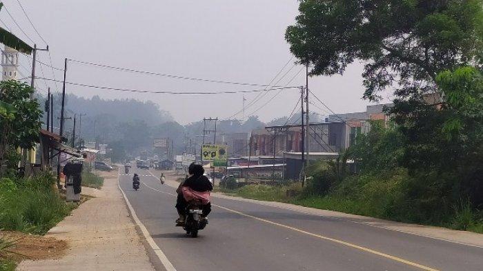Kabut Asap Masih Menyelimuti Kecamatan Mestong, Bau Menusuk Hingga ke Dalam Rumah