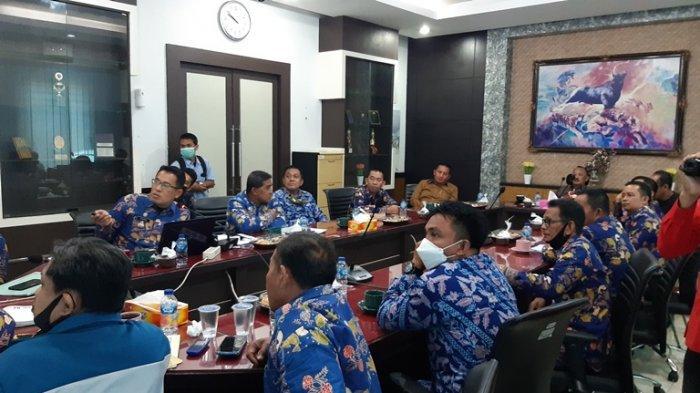 Kades dan Camat Sabak Timur Mangadu Ke Dinas PUPR Provinsi Jambi Terkait Jalan Rusak