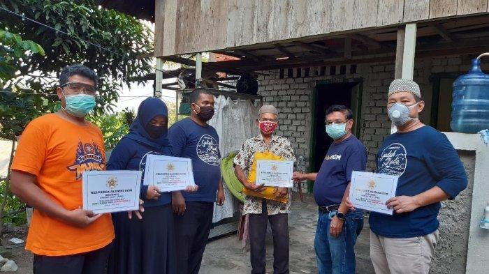 KAGAMA Pengda Provinsi Jambi Bagikan 150 Paket Sembako ke Warga Terdampak Covid-19