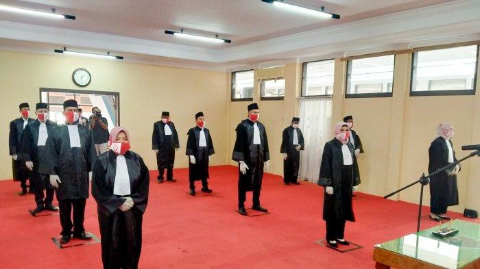Pesan Andi Gunawan Untuk 42 Advokat Muda KAI Jambi Yang Sudah Dilantik dan Diambil Sumpah