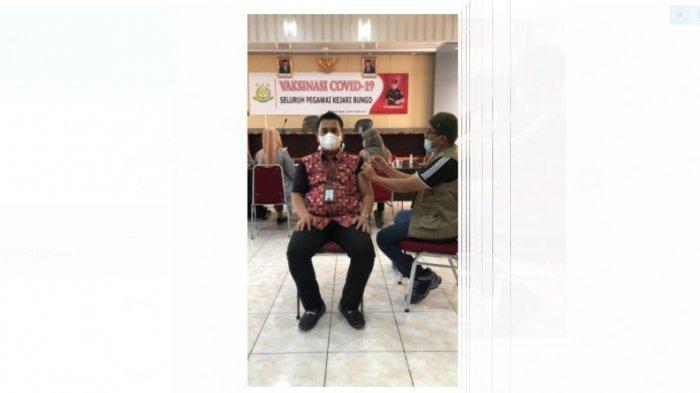 Vaksinasi Covid-9 Masal di Bungo, Kepala Kejaksaan Negeri Bungo Lolos Ditensi Terakhir