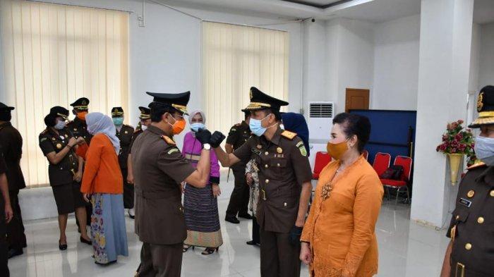 Kajati Jambi Johanis Tanak Pimpin Sumpah Jabatan Wakil Kepala Kejati Hermon Dekristo