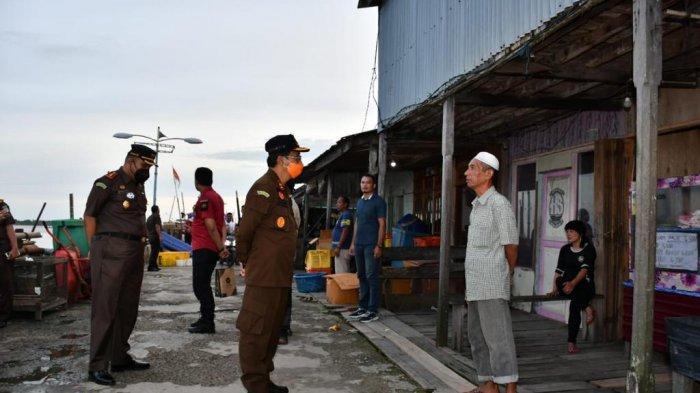 Kajati Jambi Johanis Tanak Kunjungi Kampung Nelayan di Sabak untuk Pemulihan Ekonomi Nasional
