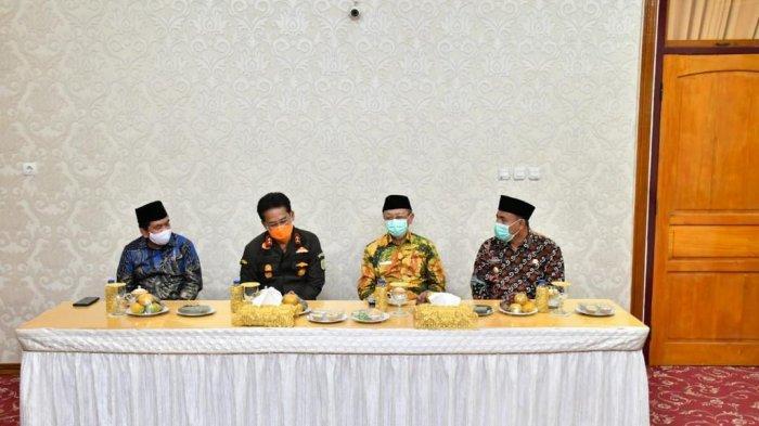 Kajati Jambi kunjungan kerja ke Kabupaten Sarolangun, Kamis (28/1) disambut Bupati Sarolangun.