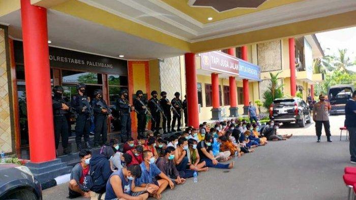 Kampung Narkoba di Palembang Digerebek 65 Orang Ditangkap, Polisi Dihujani Tembakan Petasan