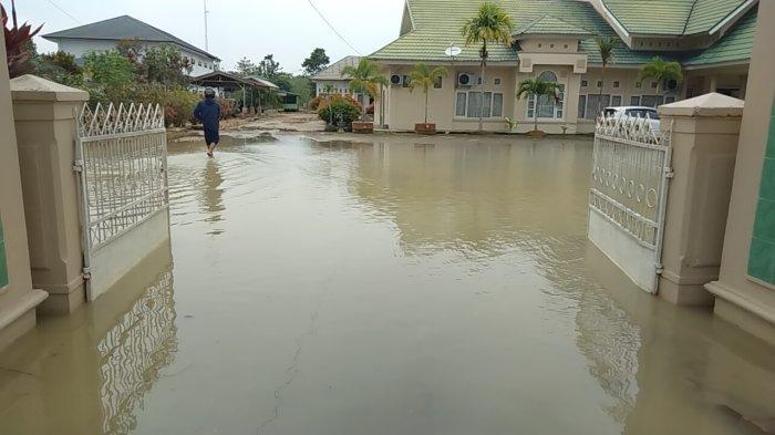 Kantor Kemenag dan Dinas Pendidikan Muarojambi Banjir Lagi Usai Hujan Deras