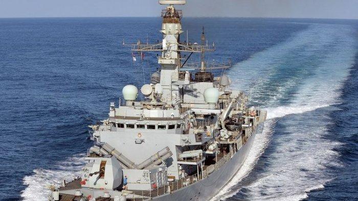 Kapal perang milik Angkatan Laut Inggris, HMS Kent.