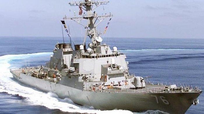 Kapal perusak milik Angkatan Laut AS yang dilengkapi misil kendali, USS Higgins. Kapal ini menjadi satu dari dua kapal militer AS yang dilaporkan terlihat berlayar di wilayah Laut China Selatan, Minggu (27/5/2018).