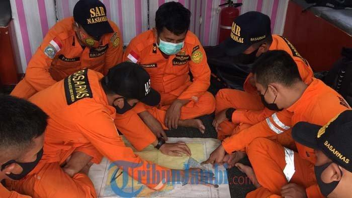 Kapal Motor Wicly Tenggelam di Laut Jambi, 18 Orang Selamat dan Dievakuasi di Kampung Laut