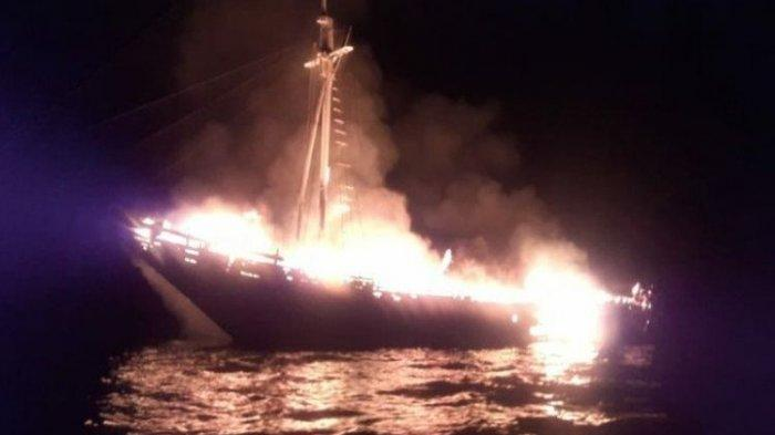 Kapal Wisata Saat Berlayar dari Raja Ampat Terbakar, ABK Berlompatan Selamatkan Diri Terjun ke Laut
