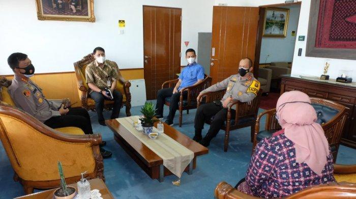 Kapolda Jambi Irjen Pol A Rachmad Wibowo SIk menyambangi gedung Bank Indonesia di Jalan A Yani, Telanaipura, Kota Jambi, Kamis (22/7/2021).