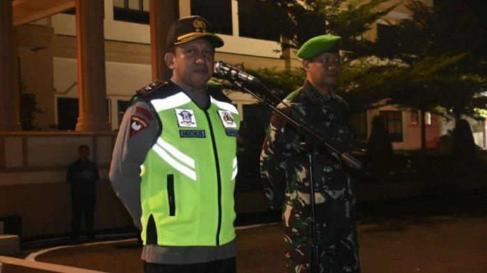 Kapolda Jambi Irjen Pol Muchlis AS dan Danrem 042/Gapu Kol Arh Elphis Rudi Patroli Pam Takbiran