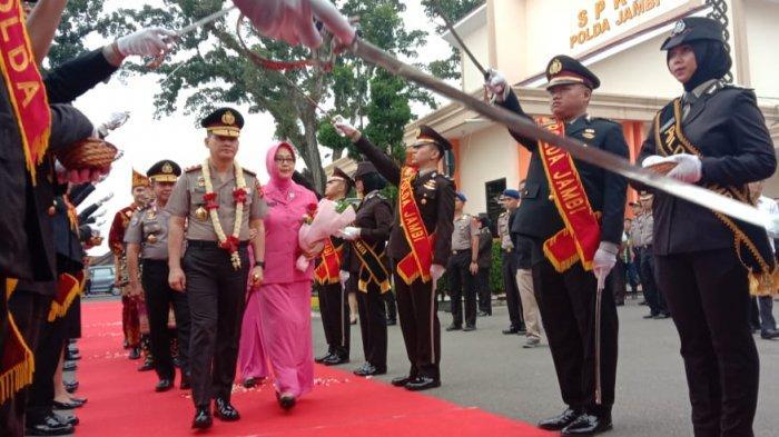 Perdana, Kapolda Jambi Irjen Pol Drs Firman Shantyabudi Tiba di Mapolda, Begini Sambutannya