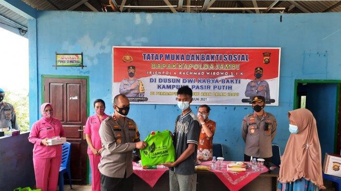 Kapolda Jambi Kunjungi Perkampungan Suku Anak Dalam (SAD) yang Berada di Muaro Bungo