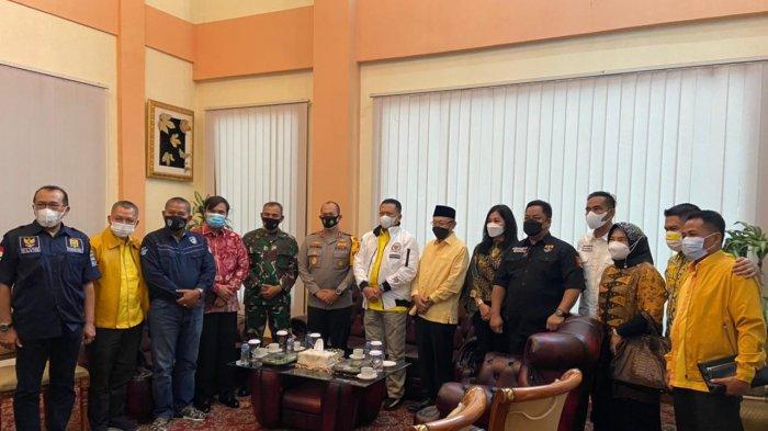 Kapolda Jambi Menyambut Kedatangan Ketua MPR RI di VIP Room Bandara Sultan Thaha Saifuddin