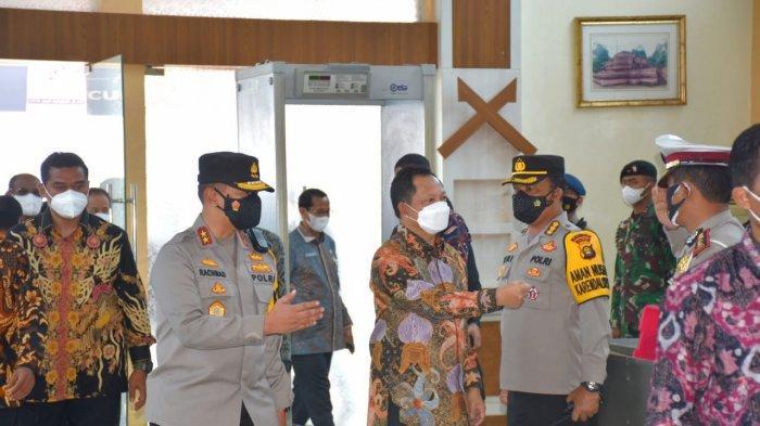 Kapolda Jambi Irjen Pol A Rachmad Wibowo S.Ik menyambut kedatangan Menteri Dalam Negari (Mendagri) Jenderal Polisi (Purn) Prof Drs H Muhammad Tito Karnavian