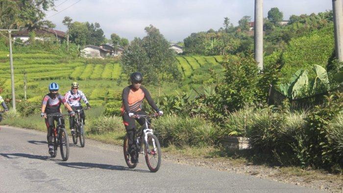 Kapolda Jambi Irjen Pol A Rachmat Wibowo bersama pejabat utama (PJU) Polda Jambi patroli Kamtibmas di Kabupaten Kerinci dengan menggunakan sepeda, Jumat (8/1/2020)