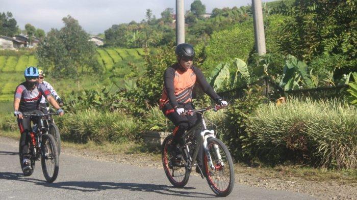 Bersama PJU, Kapolda Jambi Patroli Kamtibmas di Kerinci Menggunakan Sepeda