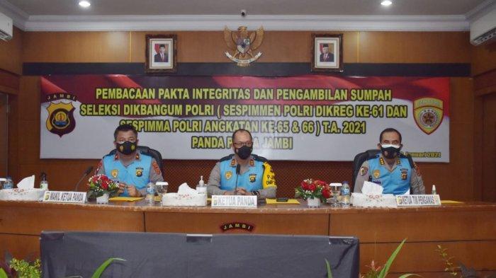 Kapolda Jambi, Irjen Pol. A. Racmad Wibowo, S.I.K., memimpin pengambilan sumpah dan penandatanganan pakta integritas panitia dan peserta seleksi Dikbangum Sespimmen dan Sespimma T.A. 2021
