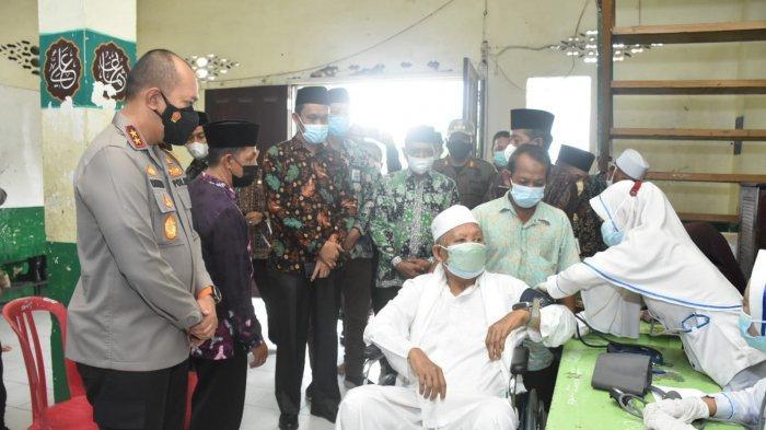 Kapolda Jambi Bersama Wagub Tinjau Vaksinasi Serentak di Pesantren di Kota Jambi