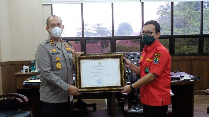 Polda Jambi Terima Penghargaan Pengendalian Kebakaran Hutan dan Lahan 2020 dari Menko Polhukam RI