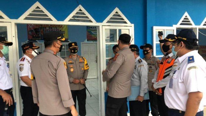 Kapolda Jambi, Irjen Pol A Rahmat Wibowo meninjai ke terminal dalam rangka mengecek persiapan Pos Pam lebaran tahun 2021 di Terminal Alam Barajo.