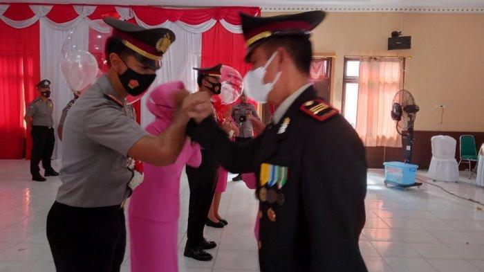 Bertepatan HUT Bhayangkara, 20 Personel Polres Sarolangun Diberi Kenaikan Pangkat