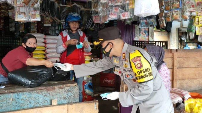 Bagikan Masker ke Pedagang, Kasus Covid-19 di Tebo Masih Terbilang Tinggi