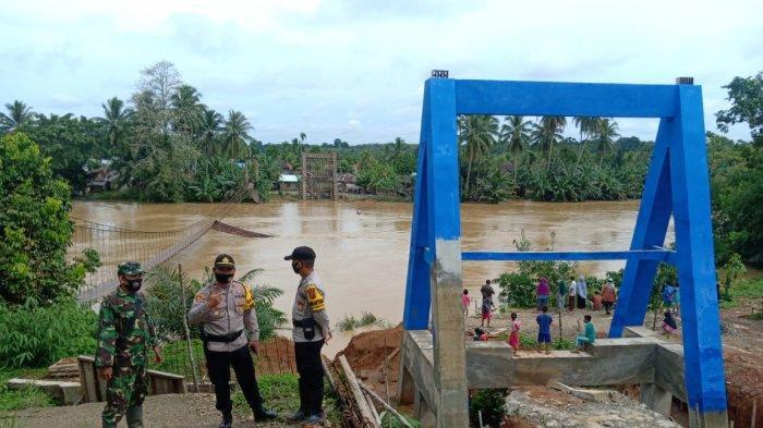 Jembatan Gantung di Pamenang Ambruk, Aspan: 'Jembatan yang Baru Sudah Ada, Tapi Belum Selesai'
