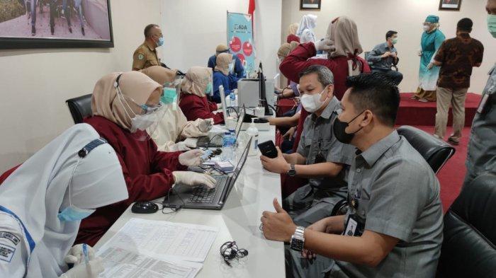 Tak Perlu Khawatir Karyawan Bank Jambi Sudah Divaksin Sehingga Lebih Aman Melayani Masyarakat Jambi