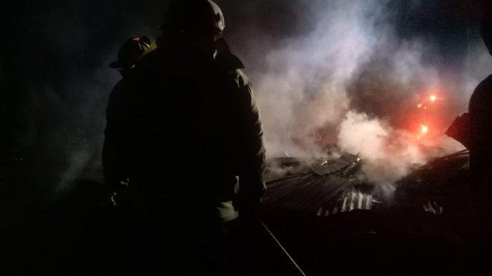 Satu Rumah di Bajubang Terbakar Gegara Anak Tersenggol Lampu Corong Saat Orang Tua Berada Di Dapur