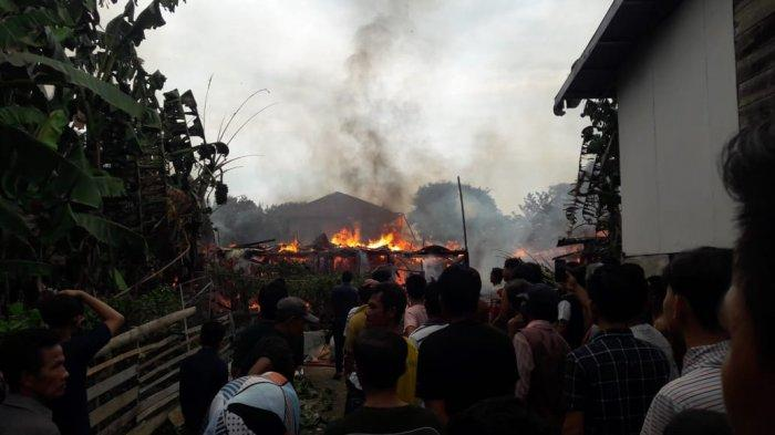 Dua Rumah di Danau Sipin Kota Jambi Terbakar Usai Kompor Meledak
