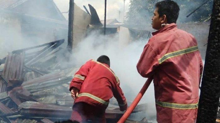 BREAKING NEWS Sijago Merah Mengamuk 2 Bedeng di Eka Jaya Rata Dengan Tanah 2 Orang Alami Luka Bakar