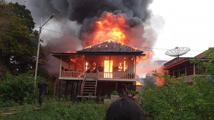 Kebakaran di Kota Jambi, Sebuah Rumah di Seberang Kota Jambi Hangus Terbakar