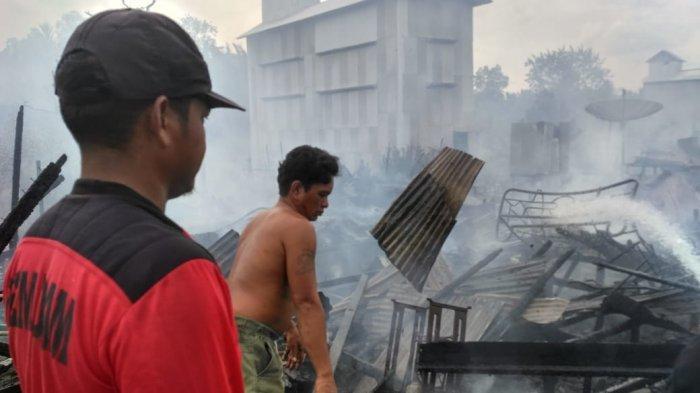 Enam unit rumah di Desa Pangkal Duri Ilir Kecamatan Mendahara, Kabupaten Tanjung Jabung Timur, Provinsi Jambi, ludes dilalap sijago merah, Sabtu (5/12/2020).