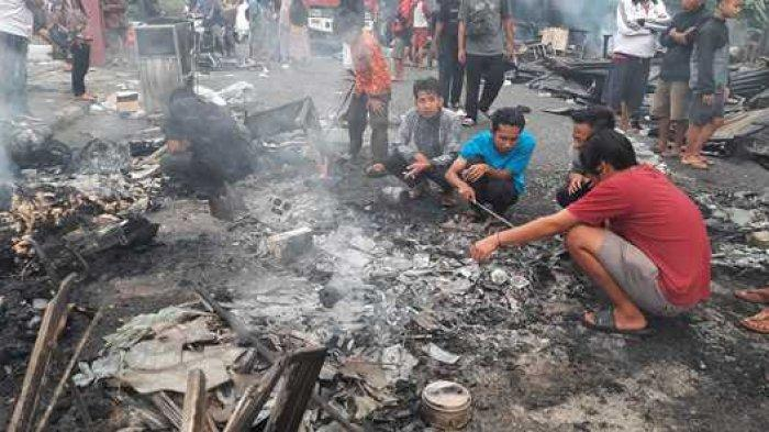 Kisah Pilu Pedagang di Pasar Bangko, Uda Tercenung Lima Pendingin dan Dagangan Hangus Terbakar