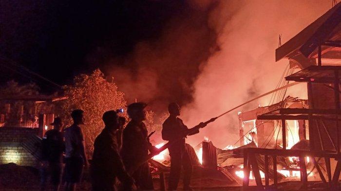 Warga Kaget Terjadi Kebakaran di Parit 6 Tanjab Barat, 3 Bangunan Hangus Terbakar