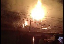 Diduga Konsleting Listrik, Satu Toko dan Rumah di Simpang Lima Tebo Hangus Terbakar