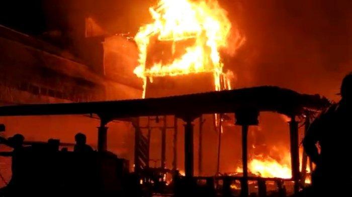 Sijago Merah Mengamuk di Muko-muko Bathin VII Bungo, 2 Rumah Hangus Terbakar