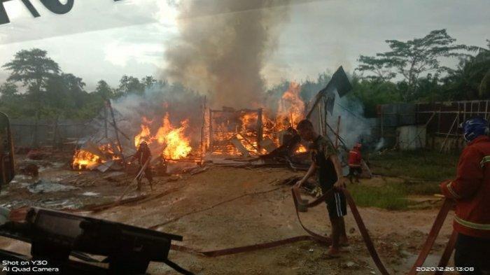 BREAKING NEWS Kebakaran di Telanai Kota Jambi Gudang Pengeringan Kopra Ludes Dilalap Api