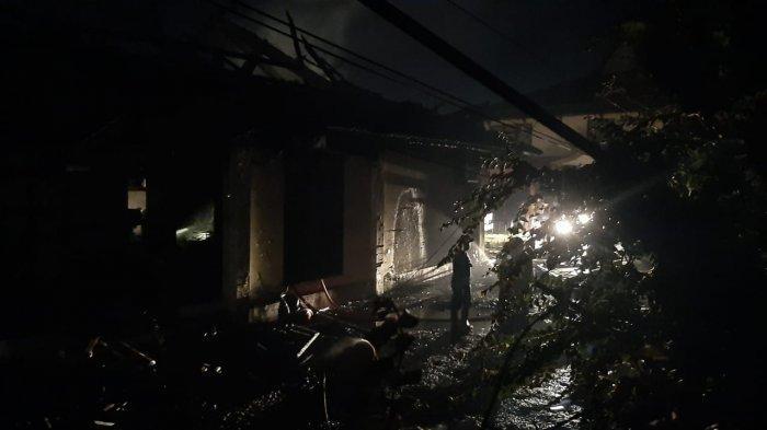 Hotel Marisa Terbakar, Pengunjung Kafe dan Bandrek Tugu Juang Berhamburan
