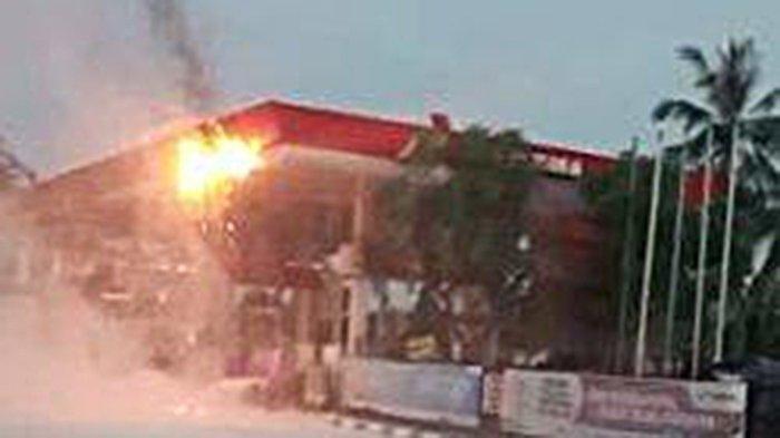 VIDEO Sebuah SPBU Terbakar, Petugas: Saya Melihat ke Atas, Terus Saya Teriak Kebakaran Seperti Itu