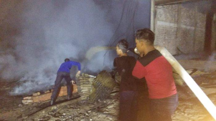 Kebakaran di Pengabuan Hanguskan 3 Bangunan, Warga Lihat Api Dari Rumah Jumaiah