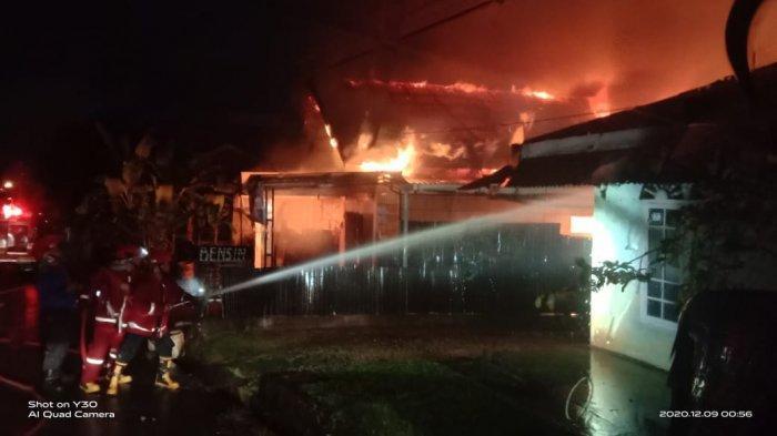 BREAKING NEWS Kebakaran Rumah di Lorong Siswa Kota Jambi, Ayah & Anak Perempuannya Tewas Dilalap Api