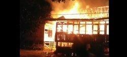 BREAKING NEWS Diduga Simpan Minyak, Gudang di Kecamatan Tanah Sepenggal Lintas di Bungo Terbakar