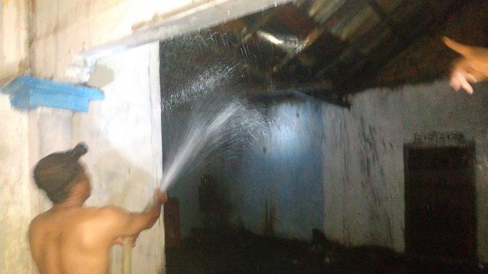 Kebakaran terjadi di Kecamatan Air Hitam, Kabupaten Sarolangun, kebakaran itu melanda satu unit rumah milik Sunarti.