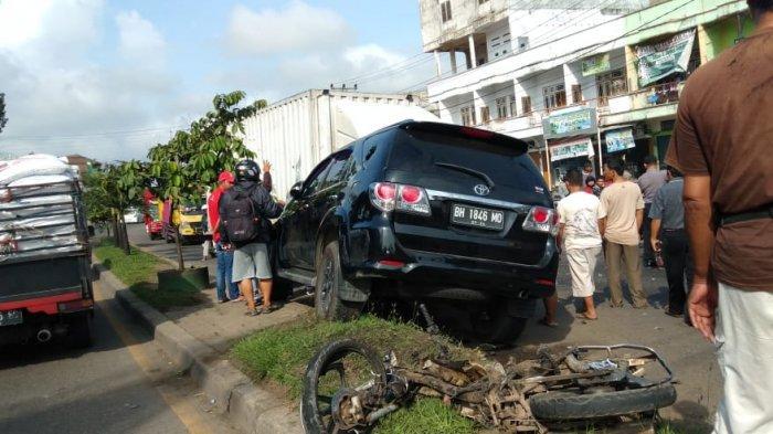 Ini Identitas Pengemudi Fortuner yang Tabrak 5 Sepeda Motor dan Truk di Simpang Rimbo