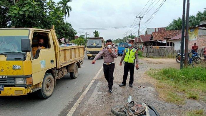 Dari Arah Bersamaan Pengendara Motor di Muarojambi Dihantam Bus Handoyo