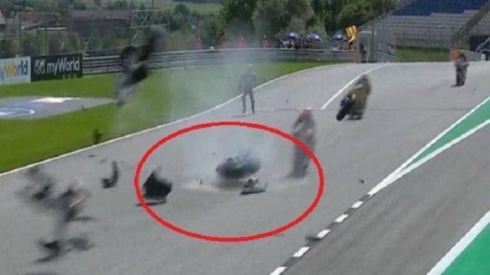 VIDEO Detik-detik Kecelakaan Parah Moto2 Austria 2020, Begini Kondisi Andi Gilang Pebalap Indonesia
